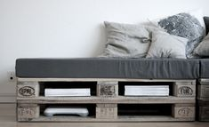 pallet sofa/guest bed/living room storage