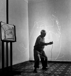1949 collaboration between Pablo Picasso and Gjon Mili, the pioneer of stroboscopic light in photography.