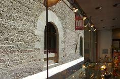 Street wiew, from the window / El palau, des de l'aparador / La pared de enfrente