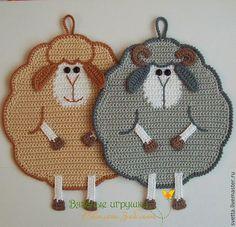 Idea para realizar ovejas tejidas al crochet como agarraderas o marcadores de libros, con explicación.