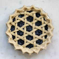 Blueberry pie with an open hexagon weave pattern crust Pie Crust Recipes, Homemade Pie Crusts, Pudding Oats, Beautiful Pie Crusts, Pie Crust Designs, Pie Decoration, Pies Art, Fruit Tart, No Bake Pies