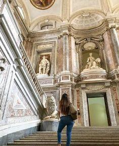 Naso all'insù per ammirare tanta meraviglia!  Amate girare per i musei oppure perdervi tra le vie delle città d'arte?! 😲📸🏰