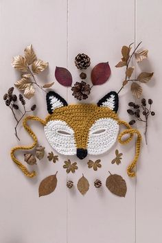 Déguisement DIY : tutoriel pour réaliser un masque renard au crochet - Marie Claire Masque Halloween, Woodland Critters, Crochet Diy, Crafty Kids, Crochet Earrings, Knitting, Occasion, Vintage, Jouer