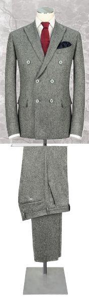 Costume croisé, confectionné sur une lourde flanelle 100% laine, gris clair, VITALE BARBERIS, poches droites à rabat. Double Breasted Suit, Suit Jacket, Suits, Jackets, Costumes, Collection, Fashion, Fall Winter 2015, Flannel