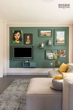 DIY: how to get rid of the TV in style - Eigen Huis en Tuin , Living Room Tv, Home And Living, Retro Living Rooms, Tv Wanddekor, Tv Wall Decor, Wall Decorations, Diy Decoration, Decoration Inspiration, Rental Decorating