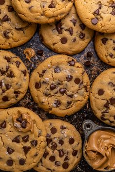 Butterfinger Chocolate Cupcakes - Baker by Nature Crispy Chocolate Chip Cookies, Healthy Peanut Butter Cookies, Sugar Free Peanut Butter, Chunky Peanut Butter, Butter Cookies Recipe, Peanut Butter Chips, Chocolate Chips, Peanut Butter Chocolate Cookies, Soft Sugar Cookie Recipe