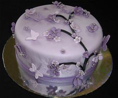 violet and lavender cake Purple Butterfly Cake, Butterfly Wedding Cake, Butterfly Birthday Cakes, Purple Birthday, Butterfly Cakes, Birthday Cake Girls, Butterflies, Violet Cakes, Purple Cakes