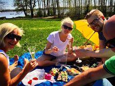 Kiitos! Tämä äiti yllätettiin 6-0 sushipiknikillä #vanhankylänniemi #uusivanhis #järvenpää #äitienpäivä #kinsushi #kinsushijärvenpää #piknik #outdoor #family #mothersday #picoftheday
