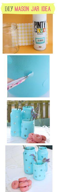 Una linda idea para reutilizar los frascos vacíos de mermelada. Es muy simple: pon los puntitos que se consiguen en cualquier librería, tantos como quieras! Pinta el frasco con spray de tu color favorito, retira los puntos y listo! #AmbienteSomosTodos #HazloTuMismo ·DIY