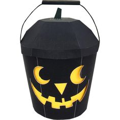 print & fold Halloween bucket (choose from black, orange, or green, + more print&folds at site) Origami Halloween Decorations, Diy Halloween Gifts, Halloween Treat Holders, Halloween Buckets, Halloween Paper Crafts, Halloween Kids, Paper Decorations, Black Gift Boxes, Free Printable