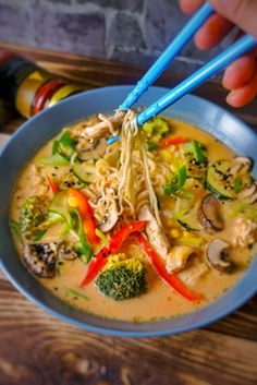 It& winter and that means it& soup time. - It& winter and that means it& soup time. But how do we get a delicious Thai soup at hom - Healthy Soup Recipes, Crockpot Recipes, Easy Dinner Recipes, Vegetarian Recipes, Easy Meals, Hamburger Meat Recipes, Sausage Recipes, Stuffed Peppers, Ethnic Recipes
