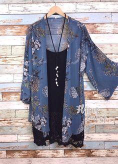 Plus Size Cardigan Kimono Blue Blumendruck krasota-kleopatra - Frisuren Trends Cardigan Kimono, Kimono Outfit, Kimono Fashion, Boho Fashion, Autumn Fashion, Fashion Outfits, Womens Fashion, Kimono Style, Kimono Jacket