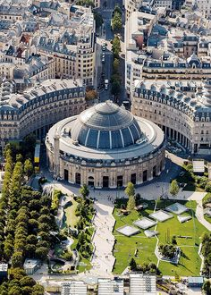 Paris, France , l'ancienne bourse du travail . Tour Eiffel, Paris Monuments, Places To Travel, Places To Visit, Paris Ville, Paris City, Most Beautiful Cities, Aerial Photography, Versailles