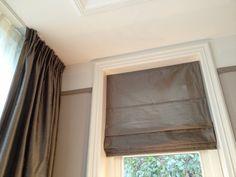 Het in-between vouwgordijn in linnenlook vanaf de binnenkant; je ...