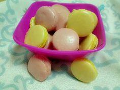 Macarons cu vanilie su cu capsuni