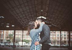 abrazo beso preboda