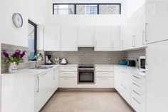Want to decorate your kitchen with u-shaped designs? If yes, then find some best u-shaped kitchen design ideas to make lovely kitchen interior. Modern U Shaped Kitchens, Grey Kitchens, Small Open Kitchens, Small Kitchen Cabinets, Kitchen Cabinet Styles, White Cabinets, Gray And White Kitchen, Design Your Kitchen, Kitchen Designs