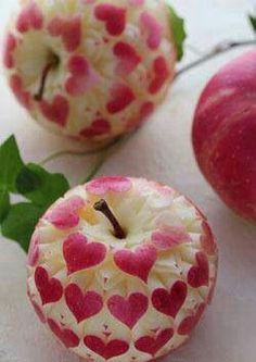 17 Creative and Delicious Valentine Breakfast Idea - Food Carving Ideas L'art Du Fruit, Fruit Art, Fruit And Veg, Cute Food, Good Food, Apple Art, Red Apple, Food Carving, Vegetable Carving