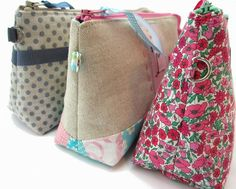Tutoriel PDF de la trousse Lilly – Les créations de Dehem PDF tutorial of the Lilly kit Coin Couture, Couture Sewing, Patchwork Quilt, Diy Sac, Diy Bags Purses, Fabric Bags, Sewing Accessories, Handmade Bags, Bag Making