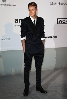 Justin dressed so elegantly with nicely styled hair and luscious lips too.