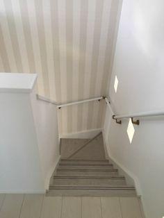 階段のweb内覧会 で、お洒落なアクセントクロスを採用 Organization Hacks, Bathtub, Stairs, Curtains, Shower, Wallpaper, Interior, House, Home Decor