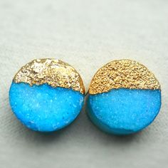 Neon turquoise druzy stud earrings - Gold-dipped - Round shaped - Drusy agate
