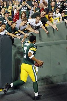 PACKERS FOOTBALL FRIDAY: Hundley Progresses Nicely - http://packerstalk.com/2015/09/04/packers-football-friday-hundley-progresses-nicely/ http://packerstalk.com/wp-content/uploads/2015/09/hundley.jpg