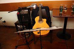 https://flic.kr/p/Hk2C1Z   DO Sol Sostenible   Una performance única: Música, poesía & enogastronomía. Con Hugo Kwaschnowitz (Dirección, guitarra y voz), Gabriel Rocha (Guitarra y voz) y Medhi Kerrou (Chef). El Pepinillo de Barquillo.