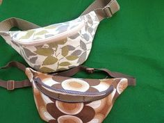Fanny pack tutorial. Not English but can use google translate if necessary - good photos.