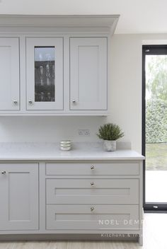 Maximum light throughout the dining and living areas. Contact us for your new kitchen! Inframe Kitchen, Open Plan Kitchen Living Room, Kitchen Dining Living, Kitchen Handles, Home Decor Kitchen, Kitchen Cupboards, Kitchen Flooring, Kitchen Interior, Kitchen Ideas