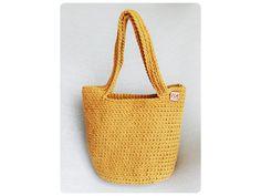 Veľká univerzálna taška stvorená na akúkoľvek príležitosť.  Materiál: špagátová priadza  Veľkosť: v 29cm, š 34cm, h 17  Uchá: na rameno,alebo do ruky  Farba: hirčicová Straw Bag, Bags, Fashion, Handbags, Moda, La Mode, Dime Bags, Fasion, Lv Bags
