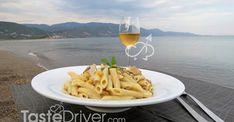 Πένες με κοτόπουλο και μπέικον #pasta #chicken #bacon #greekrecipe #greekcuisine #tastedriver White Wine, Macaroni And Cheese, Alcoholic Drinks, Ethnic Recipes, Food, Mac And Cheese, Alcoholic Beverages, Meals, Yemek