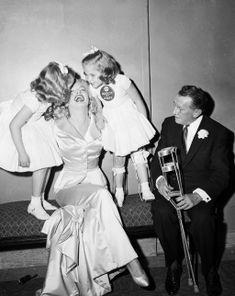 Marilyn Monroe hield wel van mooie kleding. Ze droeg de ene couture jurk na de andere en we hebben haar nog nooit in dezelfde outfit gespot. Niet zo gek dus dat zij vaste klant was bij menig design…