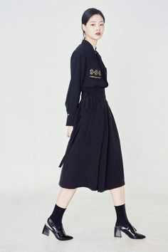KOREAN HANBOK Business Casual Outfits, Edgy Outfits, Korean Outfits, Fashion Outfits, Womens Fashion, Mori Fashion, Asian Fashion, Fashion Looks, Korean Traditional Clothes