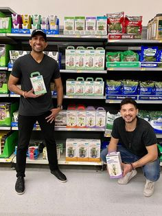 Back to Roots—famous for their grow-your-own-kits— is going mainstream, launching in Walmarts across the country. Organic Gardening, Gardening Tips, Mushroom Kits, Herb Garden In Kitchen, Growing Mushrooms, Aquaponics Fish, Grow Kit, One Step, Grow Your Own Food