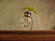 Mini recyclés 25 watts ampoule vase en bois support en par Paladim, $14.00