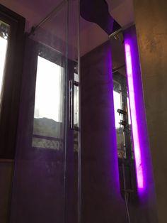 Cabina doccia con chromoterapia. #Dallalberoallarte