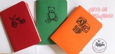 Livro de Brinquedo é uma coleção com 3 livros de pequeno formato: O Livro, Papagaio do Papai, Adivinhas. Os três pequenos livros exploram as várias potencialidades do formato com dobraduras para cr…