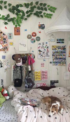 Room Design Bedroom, Bedroom Inspo, Bedroom Decor, Bedroom Stuff, Bedroom Inspiration, Bedroom Ideas, Mtv Cribs, Street Graffiti, Pretty Bedroom