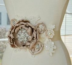 #embroidery #embroiderysequin #sequin #sequins #beads #crystals #needlework #embroideryhoop #hautecouture #handmade #handwork #maketoorder #couture#vscohandmade #wedding #weddingembroidery #модно #вышивка #вышивкаручнойработы #ручнаяработа #назаказ #ручнаявышивка #украшение #аксессуар #расшитаяодежда #вышивканаодежде #объемнаявышивка #lesage
