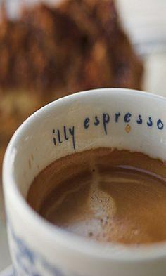 illy espresso, my favorite Coffee Cafe, Coffee Shop, All You Need Is, Italian Coffee, Italian Espresso, Best Espresso Machine, Popular Drinks, Coffee Varieties, Espresso Bar
