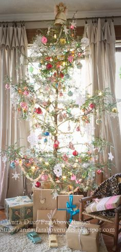 I LOVE this Christmas tree!  Far Above Rubies: ~Country Christmas Home Tour~