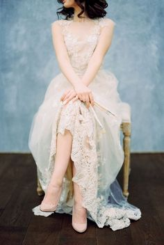 Oh, see pits. Lace Wedding Gown | Blue Watercolor wedding inspiration | Photography : yaroslavandjennyphotography.com/ | Read more #weddinginspiration on fabmood.com: