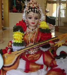 Porcelain statue of Goddess Saraswathi Saraswati Goddess, Shiva Shakti, Saraswathi Devi, Durga Images, Lord Murugan, Flower Rangoli, Indian Dolls, Hindu Deities, Indian Festivals