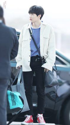 Hyun Suk, Blue And White Shirt, Babe, Treasure Boxes, Airport Style, Airport Fashion, Long Pants, Asian Men, Pretty People