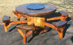 Creative Use of Recycled Pallet Cable Spools pallet cable spool furniture idea 4 Diy Cable Spool Table, Wooden Spool Tables, Wooden Cable Spools, Wood Spool, Cable Spool Ideas, Cable Reel Table, Pallet Furniture, Outdoor Furniture, Furniture Ideas