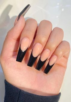 Black nail art has become one of the hottest looks in nails. We have found 40 edgy black nails designs ideas include french nails, square, round. Balck nail would be perfect for a any occasion. Long French Tip Nails, Long Black Nails, French Tip Acrylic Nails, Black Coffin Nails, Acrylic Nails Coffin Short, Best Acrylic Nails, Black Manicure, Black Nail Tips, Faux Ongles Long