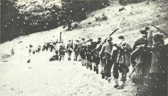 Ofensywa Armii Czerwonej w latach 1943 i 1944 spowodowała, że część oddziałów partyzanckich otrzymała rozkaz marszu na zachód, dla wzmocnienia tamtejszego, praktycznie nieistniejącego ruchu oporu podległego Moskwie. Blisko dziewięćdziesiąt oddziałów, złożonych z 20 tysięcy partyzantów, wysłano do Polski celem walki z Niemcami i promowania interesów radzieckich.