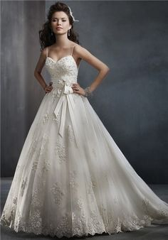 I usually don't like Alfred Angelo dresses, but this is simple and beautiful, absolutely wonderful.
