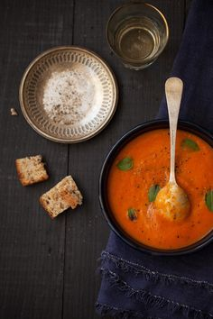 Food Photography: Tomato Soup by La Casa Sin Tiempo - a food blog about home, food, and decor.